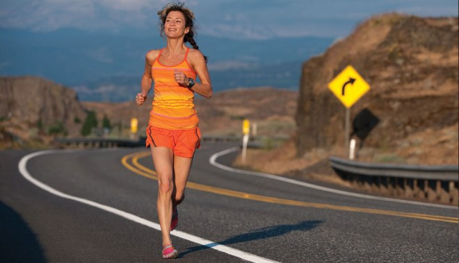 woman running in vibram shoes