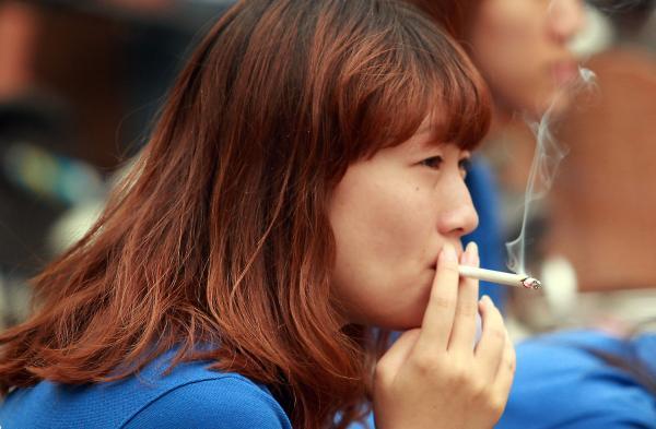 chinese women smoking