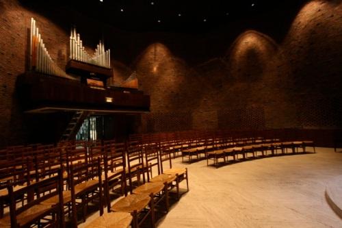 MIT_Chapel-organ-2