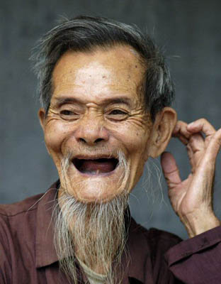 old Chinese man with missing teeth-2