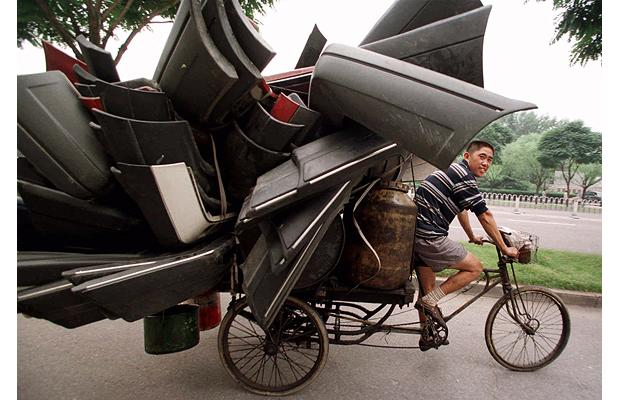tricycle carrying car pieces