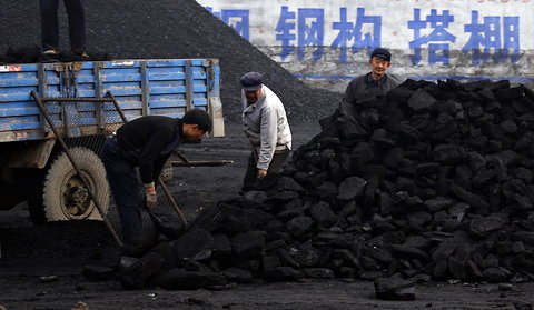 china-shoveling coal