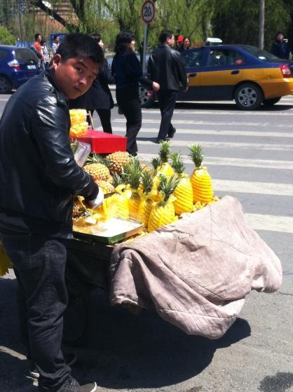pineapple seller 002