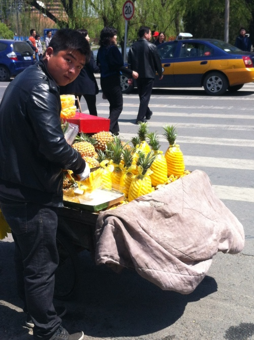 pineapple seller 002