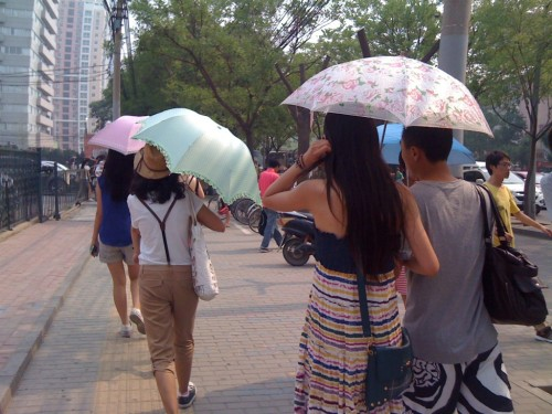 chinese women umbrellas-1