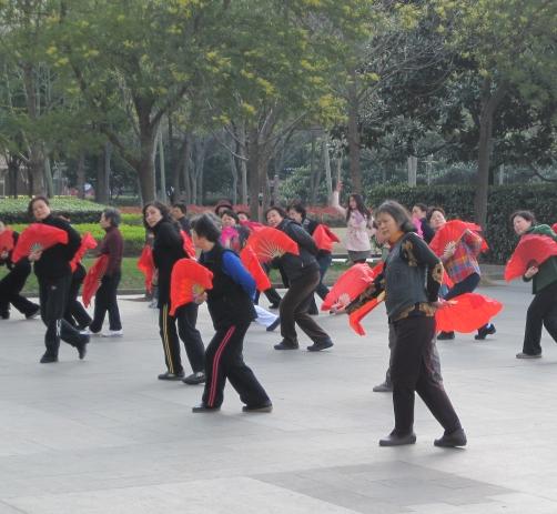 fan dance-1