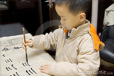 child-writing-chinese-calligraphy