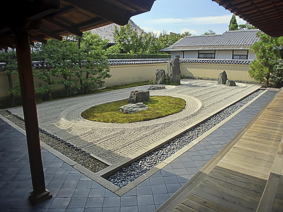 Rock gardens the heart thrills for Japanese stone garden