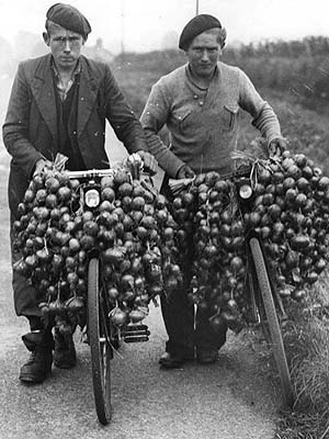 basque beret-onion sellers