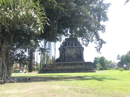 Mendut temple 003