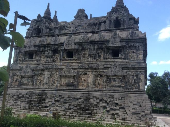 Sari temple 001