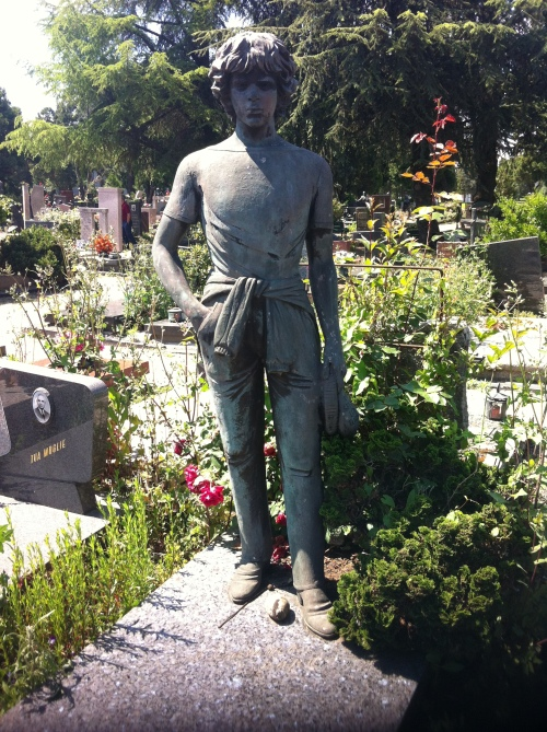 around nonno's grave 006