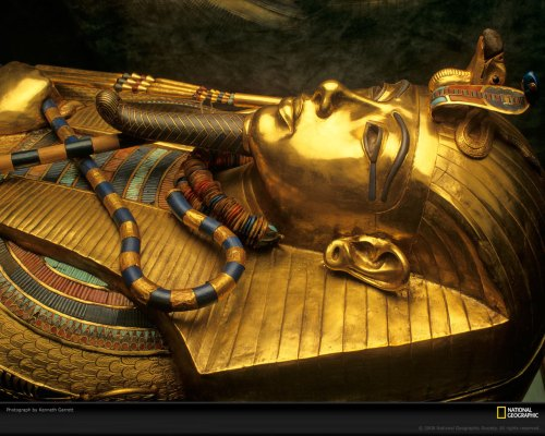 Tutankhamen-stretched-ear-lobe