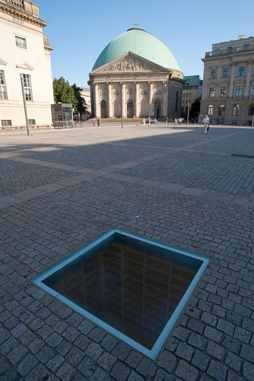 Bebelplatz_Night_of_Shame_Monument-2