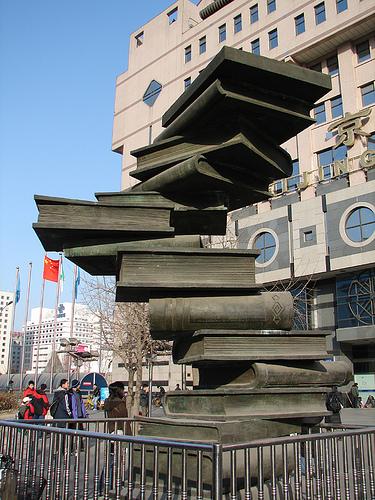 beijing-xinhua-bookstore-statue
