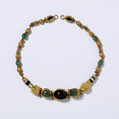 Helenistic gem and gold necklace