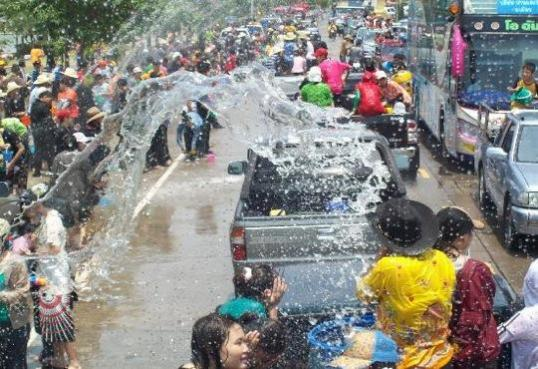 water-festival-in-thailand-5