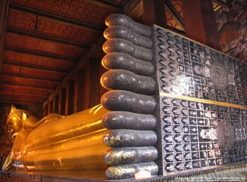 wat pho buddhas feet