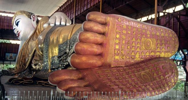 yangon_reclining_buddha_feet