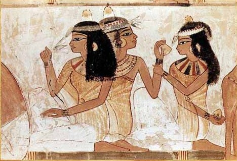 ancient egyptians using cosmetics