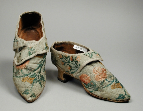 Woman's_silk_brocade_shoes_1770s
