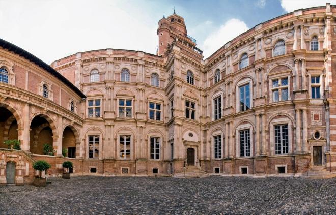 Hôtel_d'Assézat,_toulouse_(panorama)